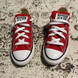 Converse Chuck Taylor Low Tops Red
